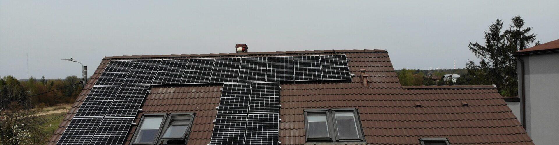 montaż paneli fotowoltaicznych na dachówce betonowej
