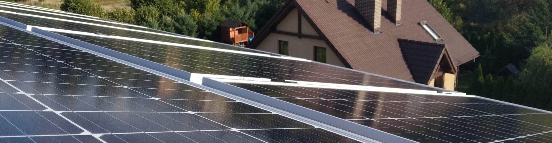 panele solarne na dachu w Imielinie